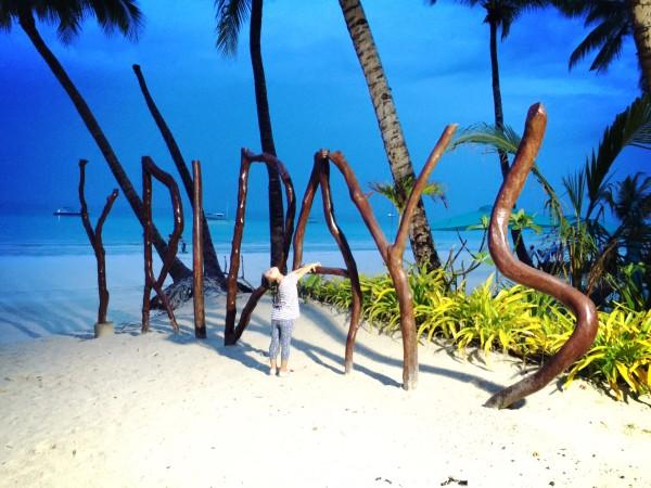 长滩岛 游记   玩完拖拽伞回酒店的路上,天阴的很沉,幸好到酒店的房间