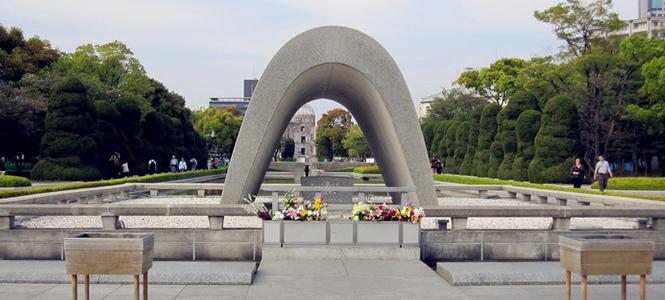 广岛位于日本本洲西南,在第二次世界大战曾受原子弹的破坏,在1958年重建。县内亦有丰富的海、山等自然资源,农业、渔业兴盛。故有日本的缩图之称。广岛市是第二次世界大战与人类历史上第一个遭遇核子攻击的城市,因此拥有极高的国际知名度。由...