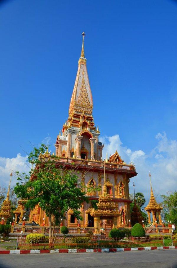 普吉岛上最大的佛教寺院