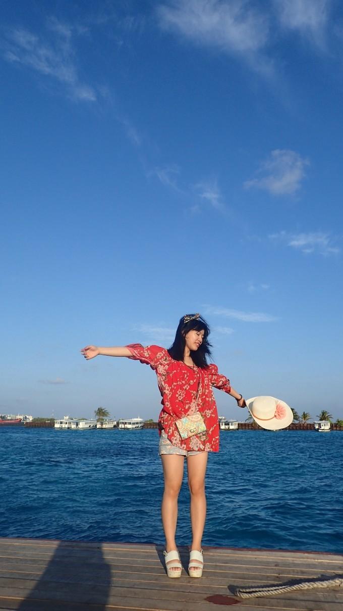 由于我们的岛比较远,需要先坐飞机到中转岛,最后再坐船上岛,也是够