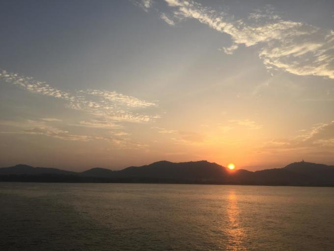 飞机:上海-普吉岛  7月1日晚上22:00-3:50(实际晚点:3点半飞,七点半