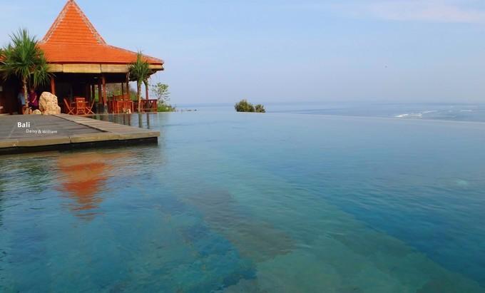 巴厘岛蓝梦岛哪家酒店有无边泳池?