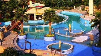 巴厘岛风情区:按东南亚风格建造的温泉区域.