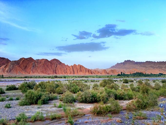 独库公路沿途有那拉提草原,乔尔玛风景区,巴音布鲁克草原等享誉疆