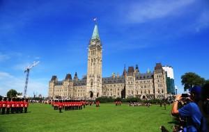 【渥太华图片】美加行之十一-----游览渥太华国会山庄,观看皇家禁卫军操练表演
