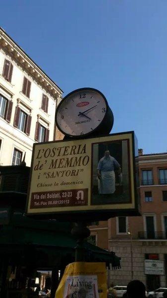 沃纳广场看到的铅笔画,是电影《 里赫本手拿着冰淇淋等着派克的出