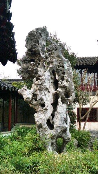 咫尺之内再造乾坤,以中国山水花鸟的情趣,寓唐诗宋词的意境.——