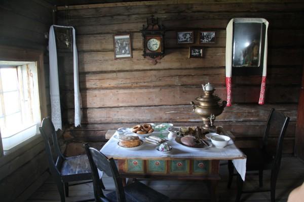 俄式家庭餐桌图片
