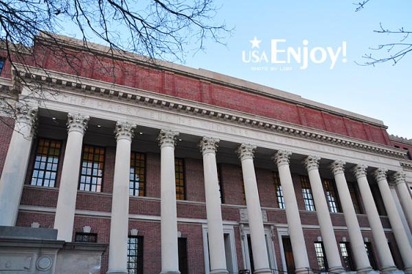这就是声名远播的哈佛大学图书馆,哈佛大学图书馆1636年建立于马萨诸塞州的剑桥.图片